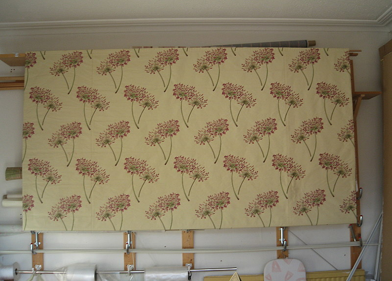Large interlined blind measuring 241 x 160 cm - very large!
