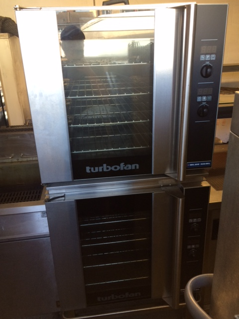 Blue Seal E32D4 double stacking convection oven