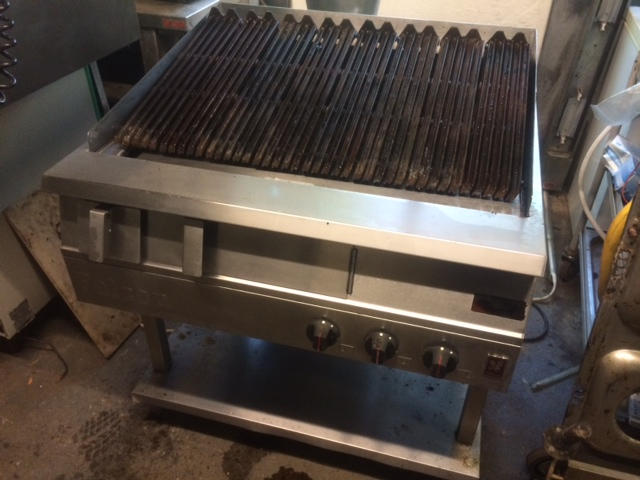 Falcon Domiantor 3 burner gas chargrill