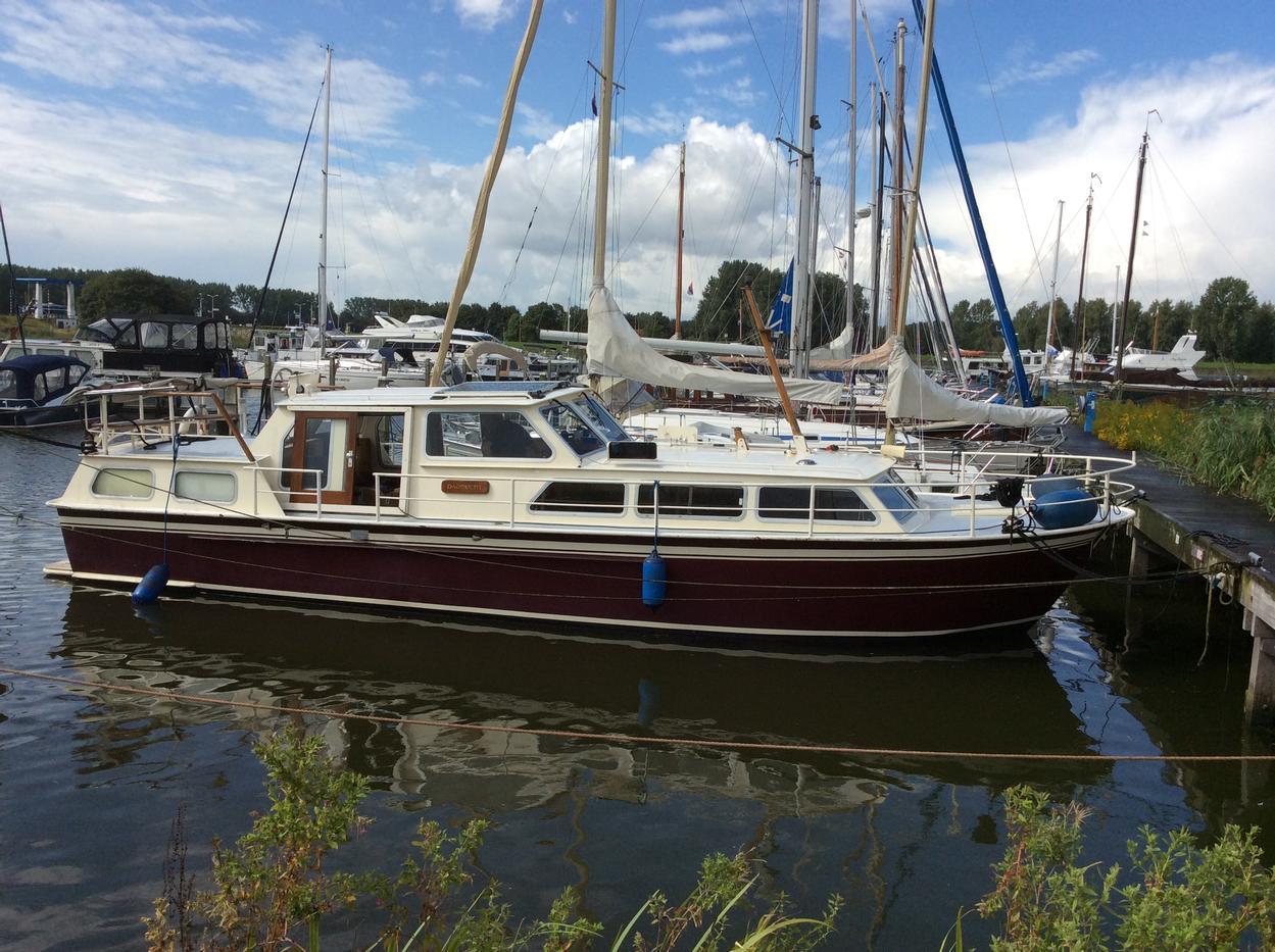 Hafren, veteran motor yacht