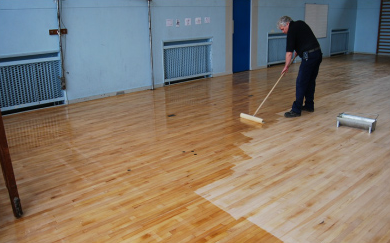 Sealing sym floor with Junckers HP Commercial in satin.