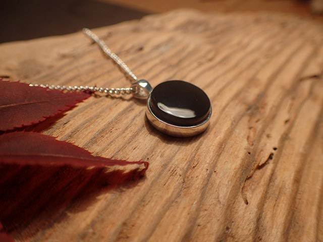 Whitby jet jewellery