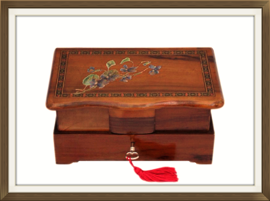 556pxvintage_hand_painted_olive_wood_jewellery_box.jpeg