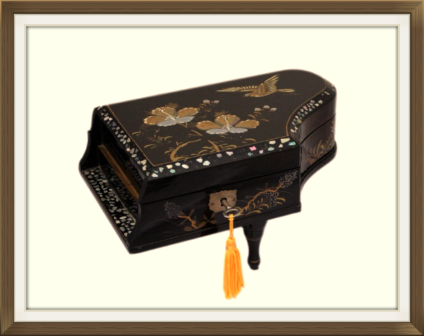 614pxvintage_oriental_piano_jewellery_box.jpeg