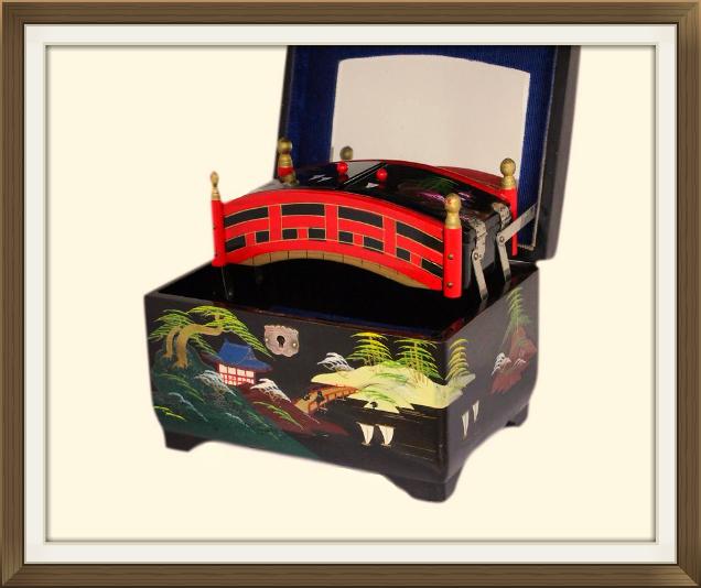 636pxvintage_japanese_bridge_jewellery_box_5.jpeg