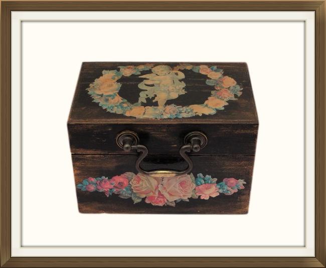 650pxold_decoupage_jewellery_box.jpeg