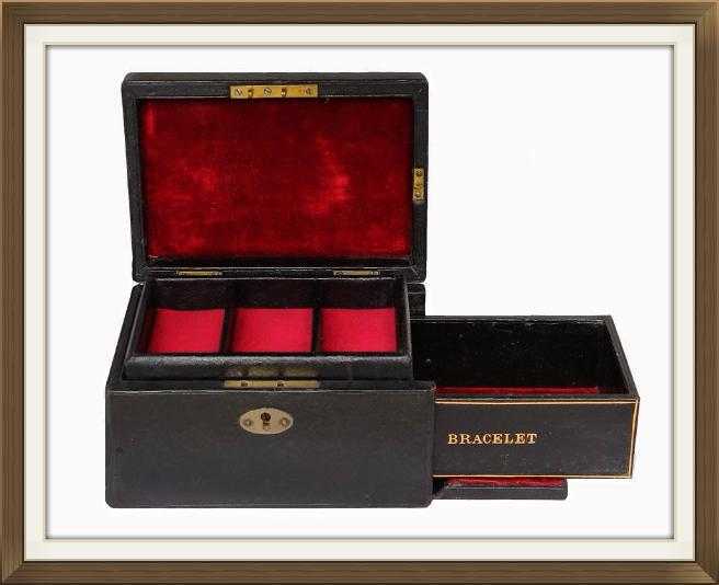 656pxantique_leather_bracelet_jewellery_box_5.jpeg