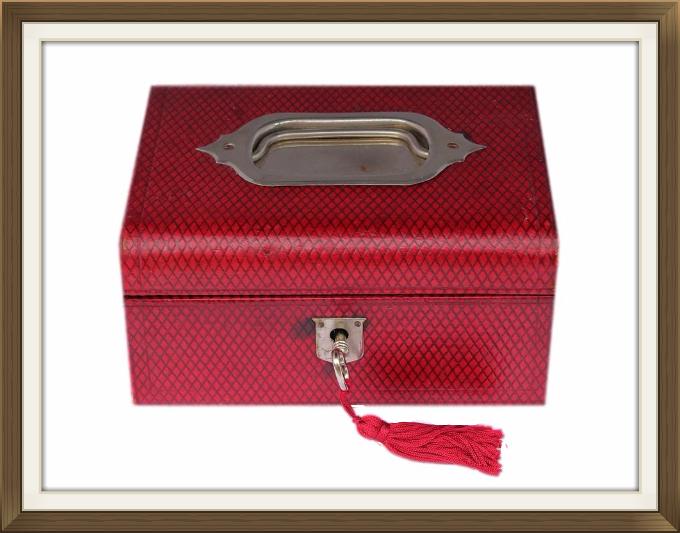 680pxsmall_leather_crosshatch_jewellery_box.jpeg