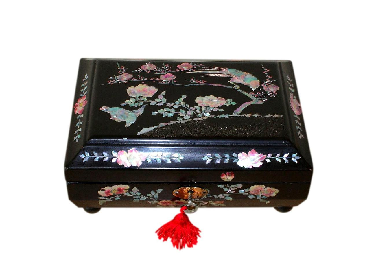 Antique_Japanese_MOP_Jewellery_Box.jpg