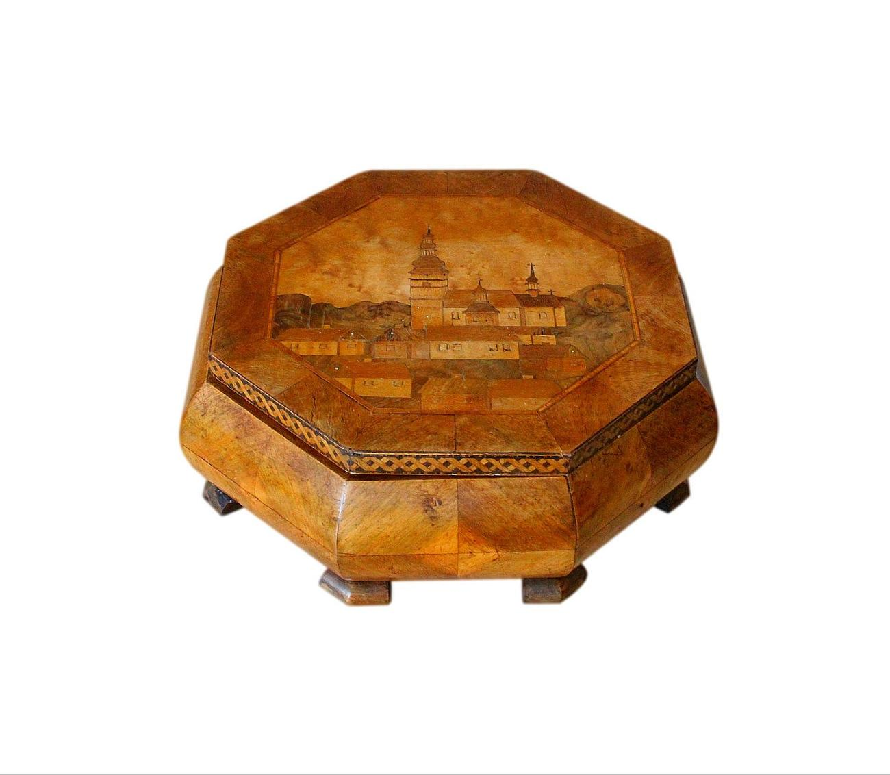 Large_Octagonal_Inlaid_Jewellery_Box.jpg