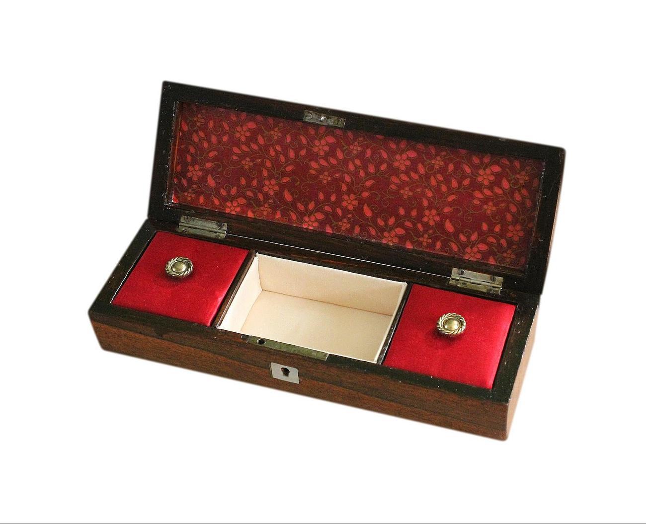 Small_antique_jewellery_box_steel_handle_5.jpg