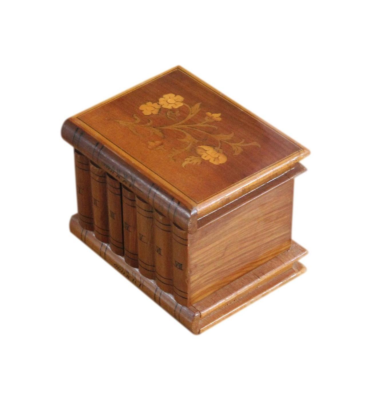 Small_vintage_Jewellery_Box_books_2.jpg