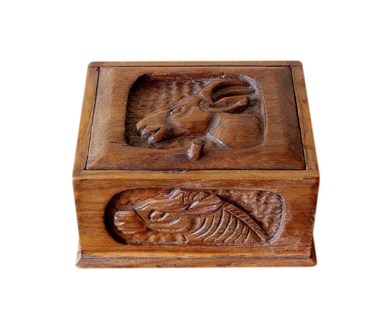 Vintage_African_carved_box.jpg