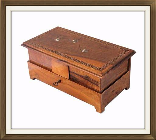 Vintage_Maltese_olive_wood_jewellery_box_4.jpeg