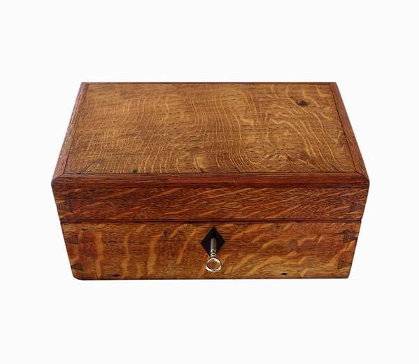 antique_tiger_oak_jewellery_box_edited.jpeg