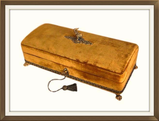 harrods_velvet_covered_jewellery_box_460.jpeg