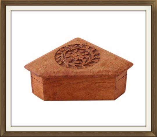 vintage_triangular_carved_jewellery_trinket_box_4.jpeg