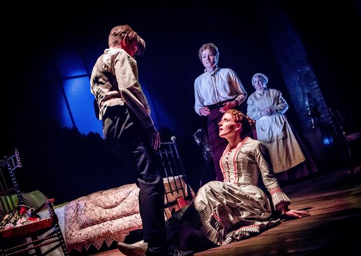 The turn of the screw - Review - Cast Doncaster A new adaptation from Tim Luscombe