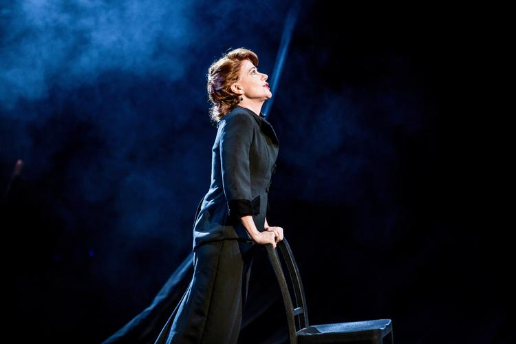 Songs for Nobodies - Review - Ambassadors Theatre Bernadette Robinson's one-woman show at the Ambassador