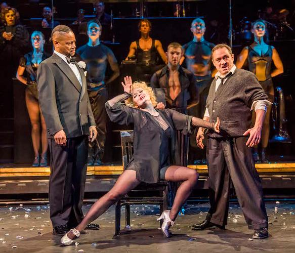 Chicago - Review - Phoenix Theatre Razzle dazzle returns to the West End