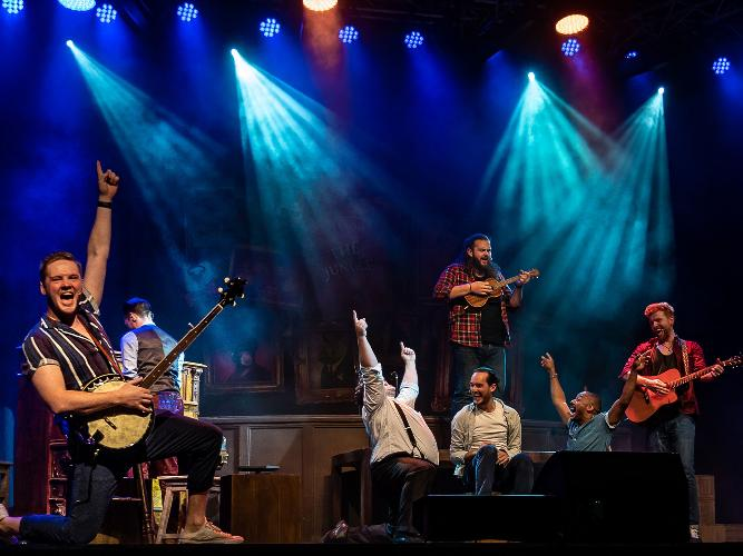 The Choir of Man - Review - London Wonderground One hour of joy for all ages