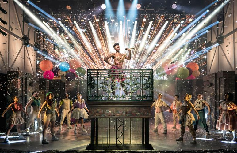 & Juliet - Review - Shaftesbury Theatre What if Juliet did not die?