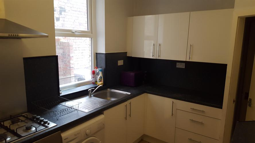 6 bed house callerton place, share house share ideal for students / professionals 6 bed house to rent , students or professionals £260 pcmth per person , 3 bathrooms