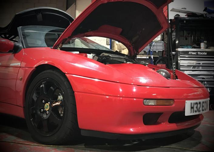 Lotus Elan SE Turbo '90 Retro sports car gets a 21st century upgrade...