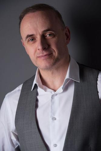 Andrew Oliver is an accomplished Presenter and Compere Andrew Ian Oliver is an accomplished Presenter and Compere with extensive experience working on TV & DRTV comes highly recommended.