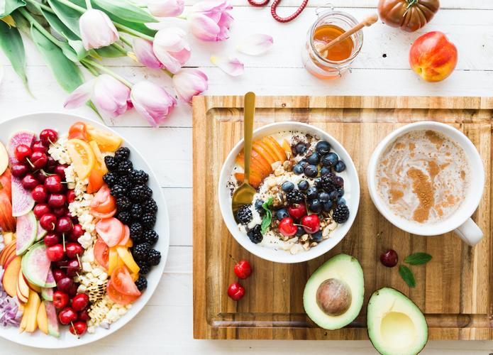 Debunking weight loss myths Navigating through all the nutritional information online can be difficult with all the misinformation out there.  Read on to find out which weight loss myths have been debunked today by The London Dietitian!
