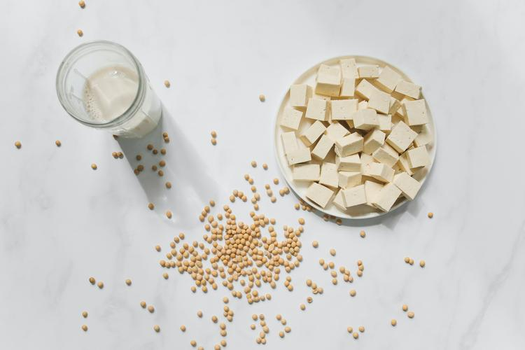 Cancer and diet series: Part 4- the link between breast cancer and soy products Part 4 of a 5-part cancer and nutrition series.