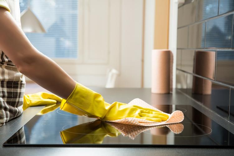 Kill Those Germs in Your Kitchen! Just like your bathroom, germs can collect easily in your kitchen and you should use a wet wipe or paper towel to clean the counters, table and fridge. Do the same for your floor. You can use paper towels to get rid of the muck in your sink then give it a quick spray. You can use wipes to clean walls, cabinets and any other appliances.