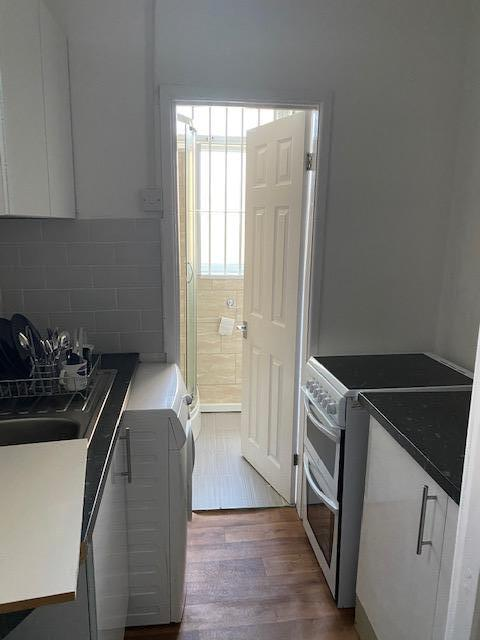 2 Bedroom flat in Craven street. A 2 bedroom Flat situated in craven street. Excellent location. Newly decorated and in very good condition. Rent inclusive of all bills.