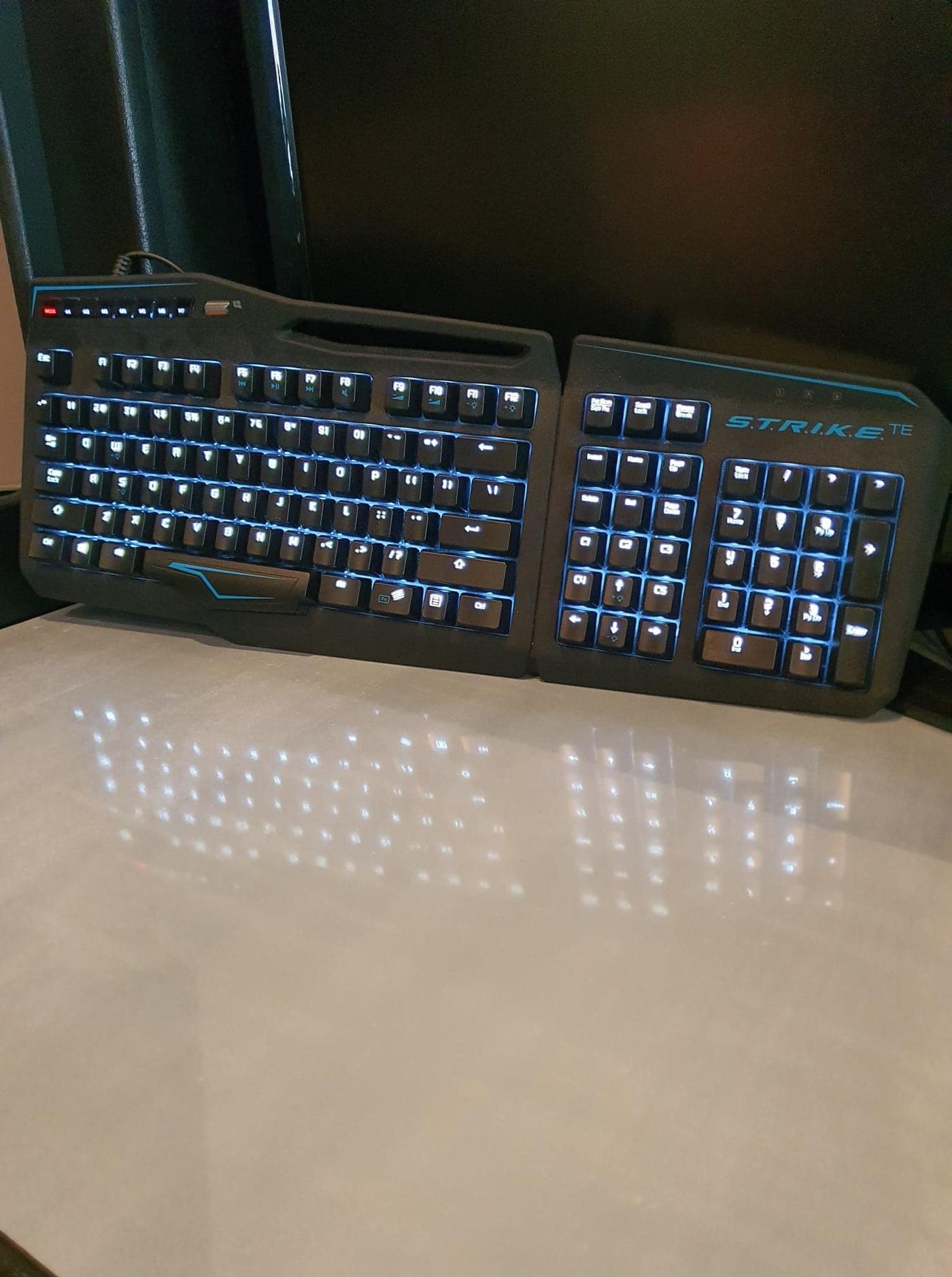 Refurbished Madcatz S.T.R.I.K.E TE Mechanical Keyboard