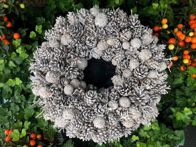 PINECONE WREATH WHITE
