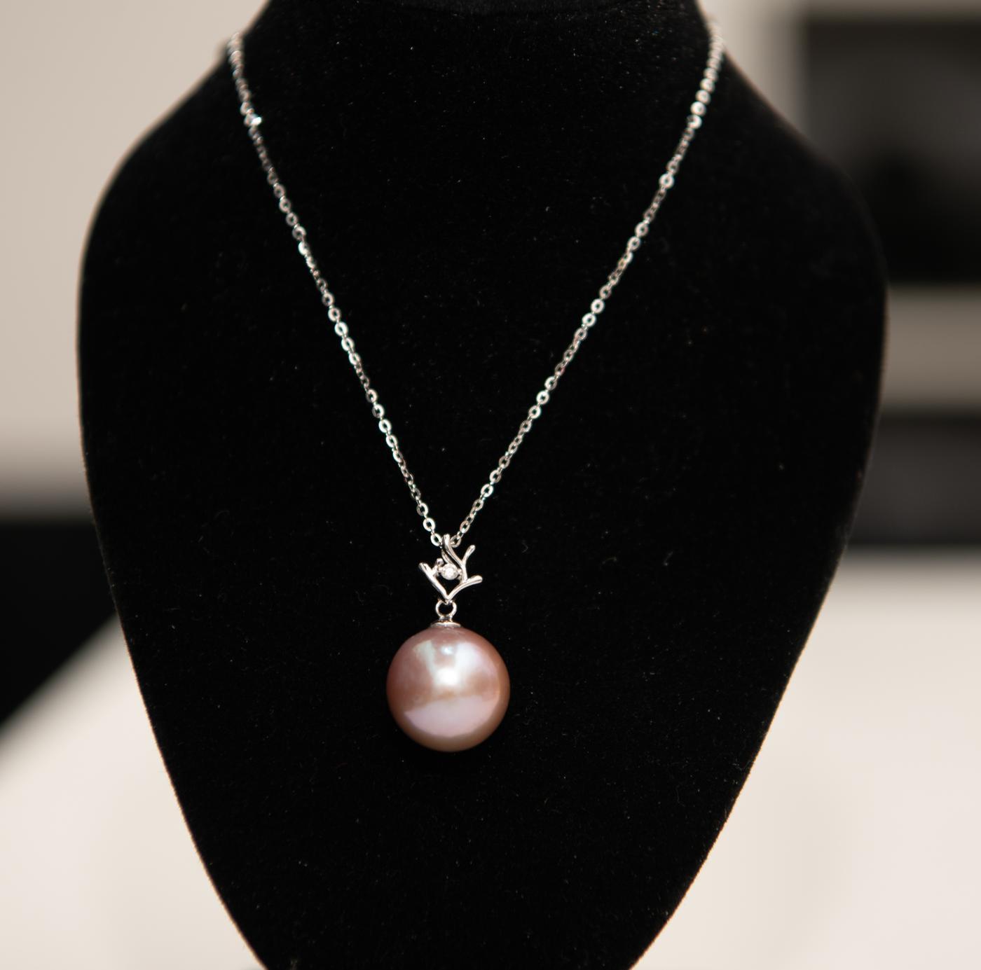 Open Rhoumbus Ivory Pearl Pendant