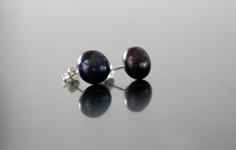 Black Stud Pearl earings