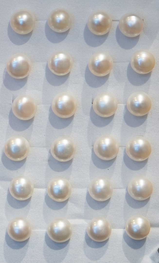 White Stud Pearl Earings