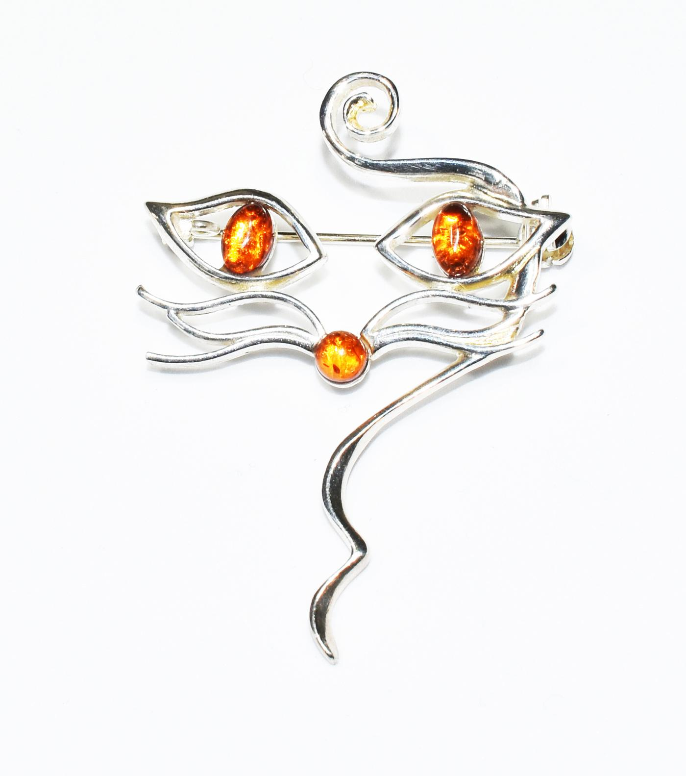 Full of character amber cat brooch set in 925 sterling silver.