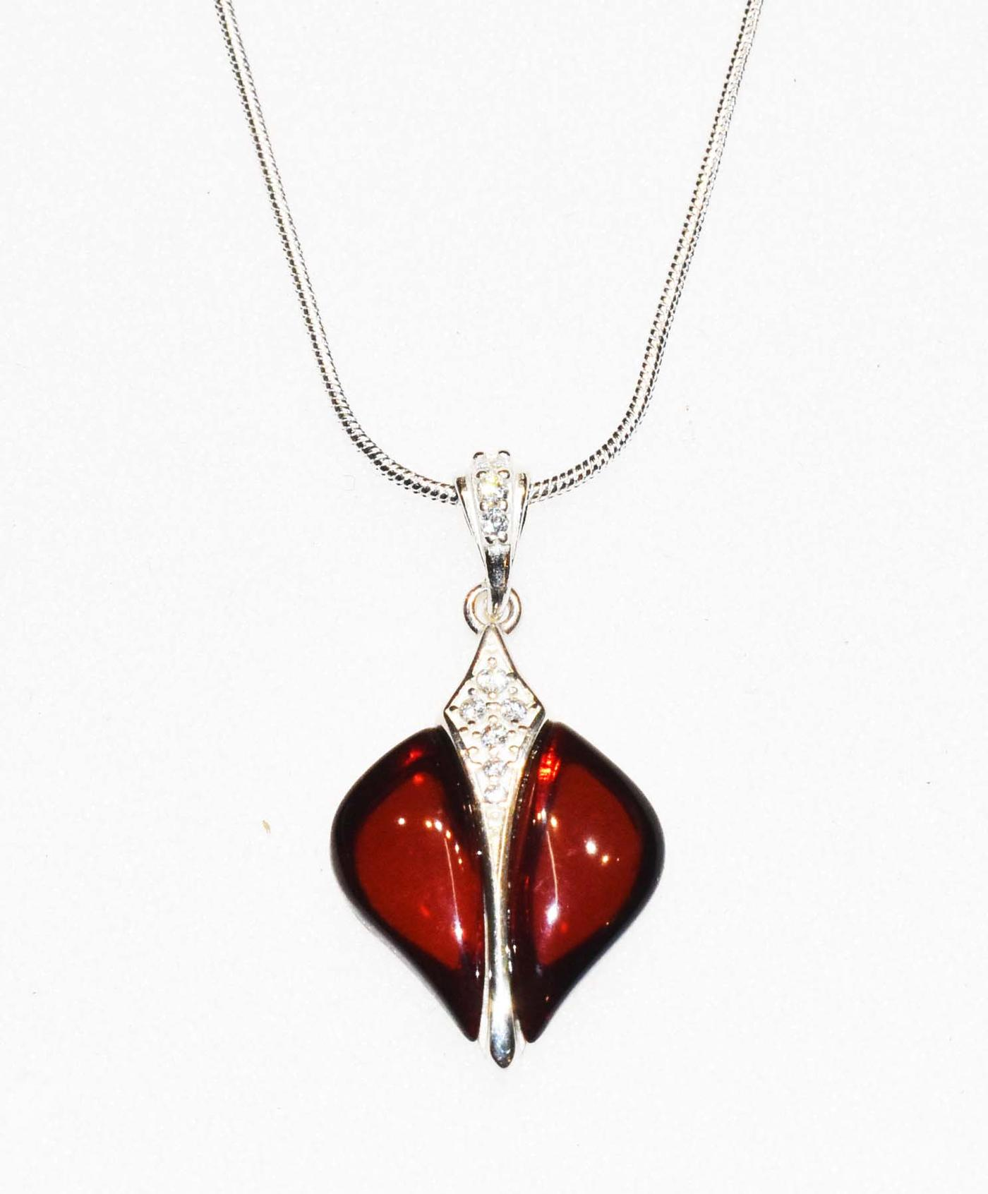 Reach colour Baltic amber pendant with chain (P-02a)