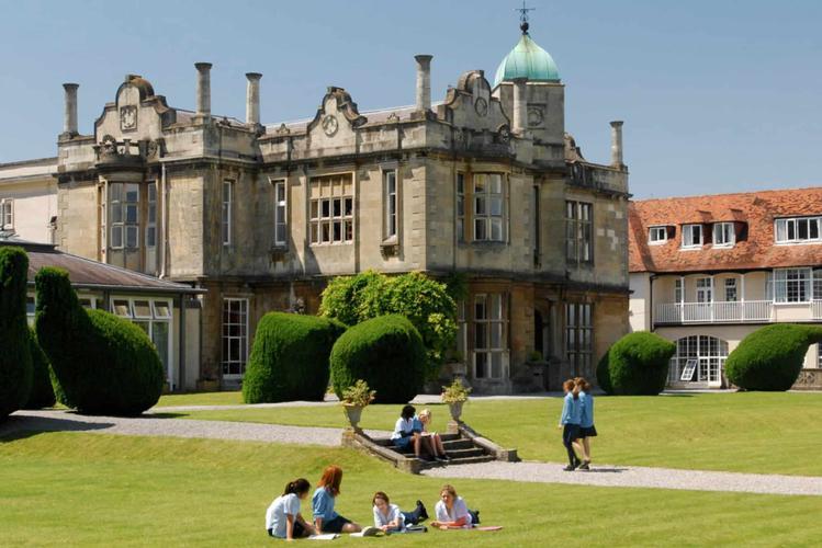 Badminton School Badminton School is an independent Top Ranking boarding school for girls located in Bristol.