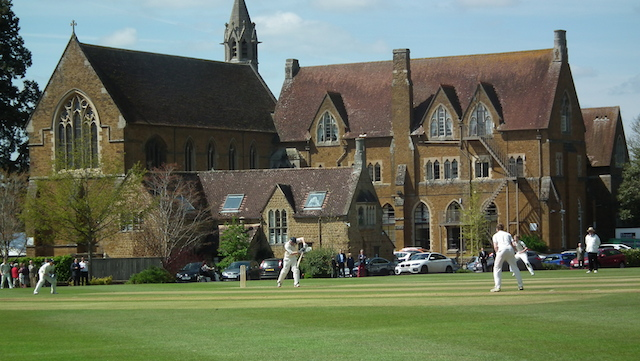 Bloxham School Bloxham School is an independent co-educational boarding school located in Banbury, Oxfordshire.