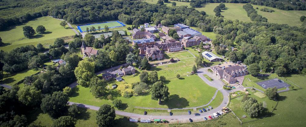Kent College Pembury Kent College Pembury is an independent girls' boarding school located in Kent.