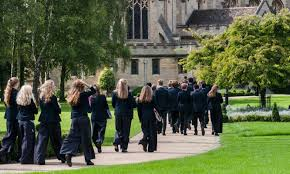 Oundle School Oundle School is a co-educational independent  which is located in a small town of Northamptonshire