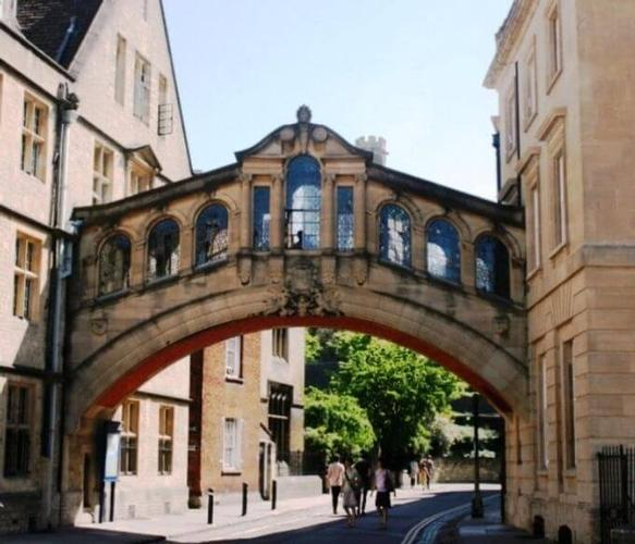 Oxford Sixth Form College Oxford Sixth Form College is located in the centre of Oxford.