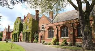 Queen Anne's School Queen Anne's School is an independent boarding and day school for girls from 11 to 18 year old, and is located in Berkshire, England