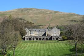 Sedbergh School Sedbergh School is a co-educational independent school aged 13-18 which is located in the town of Sedbergh, in North West England.