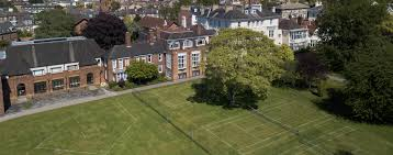 The Mount School,York The Mount School is a independent day and boarding school for girls aged 11–18 in York, England.
