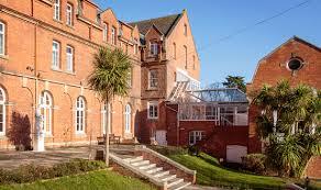 Trinity School Trinity School is a co-education  boarding school for 11-19 , located  in the Teinmouth , Devon