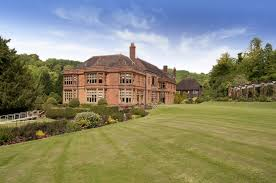 Woldingham School Woldingham School is big Roman Catholic girls' boarding school provides education for 11-18 years old girl, which is located in Surrey